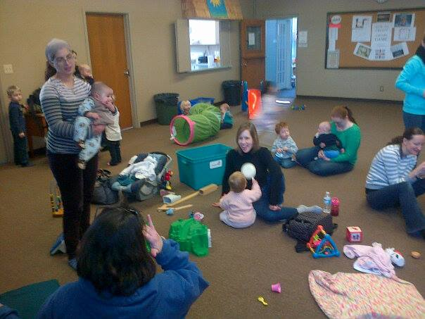Little Scientists Explore Flashlights with momstown KW